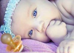 Quale è l'età giusta per togliere il ciuccio ?  Pulire il ciuccio con la propria saliva...è corretto per la salute del bambino?
