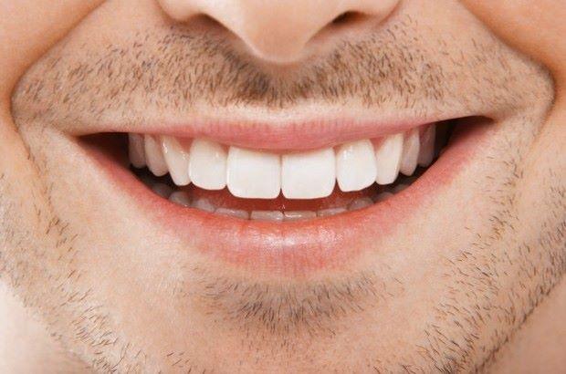 """Addio alla """"dentiera"""" in una sola seduta"""
