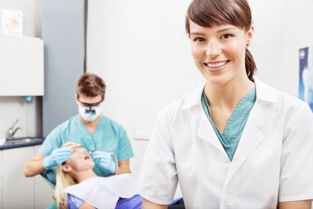 Come comportarsi dopo un'estrazione dentale