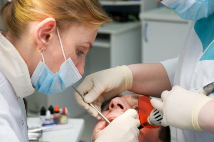 Le feste 'guastano' i denti: boom di emergenze per dolore e rotture