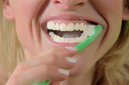 Non lavare i denti potrebbe ucciderti: studio svela il perche'