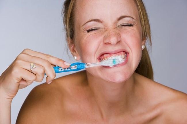 Per denti sani, igiene prima dei pasti e formaggio come snack.