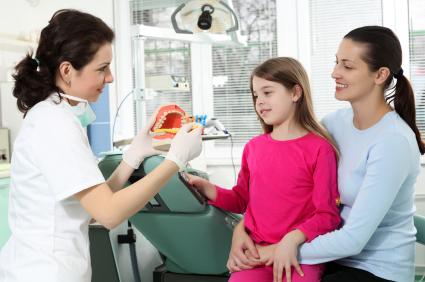 Pediatria. Studio: Bimbi dal Dentista solo se i genitori fanno visite regolari